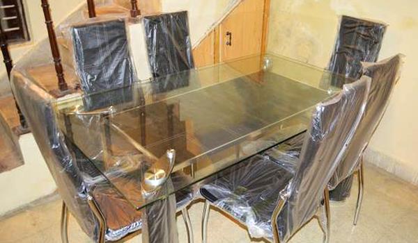 Безплатно изнасяне на маса със столове