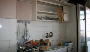 Демонтаж на кухня и изхвърляне на мебели