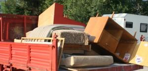 Изхвърляне на ненужни мебели