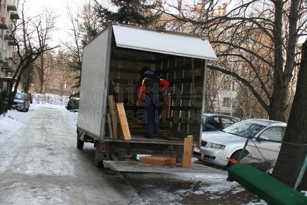Изнасяне на маси и столове